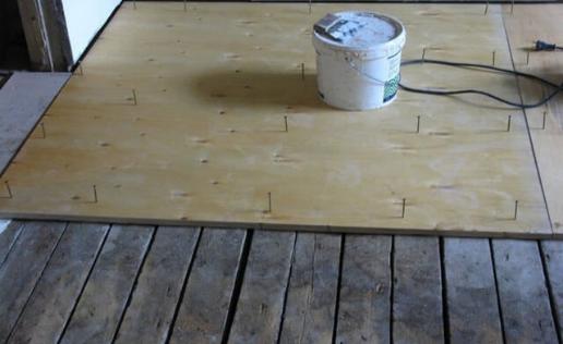 Подготовка основания для укладки ламината: выравниваем деревянный пол