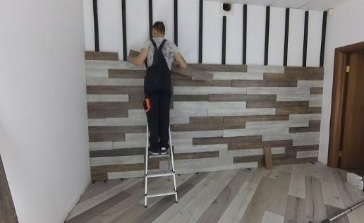 Отделка ламинатом стен и потолка в спальне