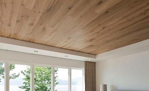 Ламинат на потолке: новые веяния в интерьерном дизайне